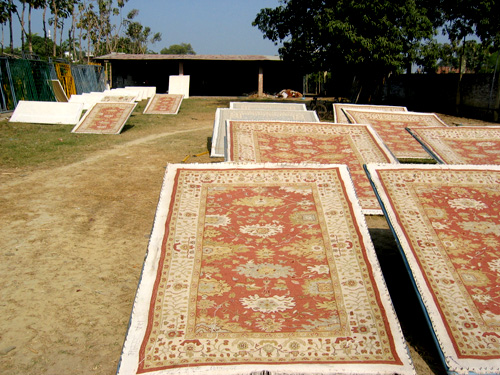 Stretching of rugs